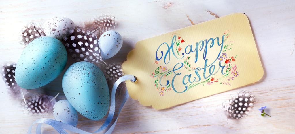 Życzenia wielkanocne z ozdobionymi jajkami